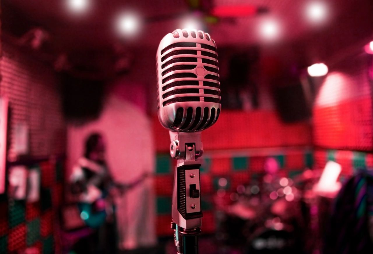 Old fashioned mic featured for Vocal Wellness Scratchy and Dry Mouth and Throat